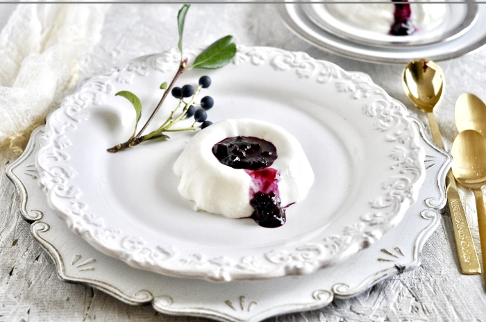 Greek-Yogurt-Panna Cotta-with-Bluberry-Coulis