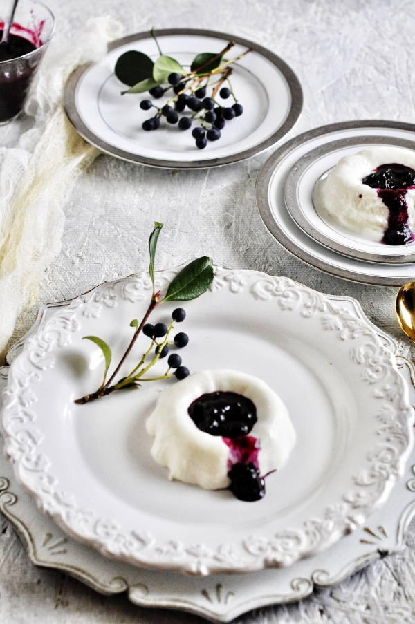 Greek_Yogurt_Panna_cotta_with_Bluberry_Coulis3