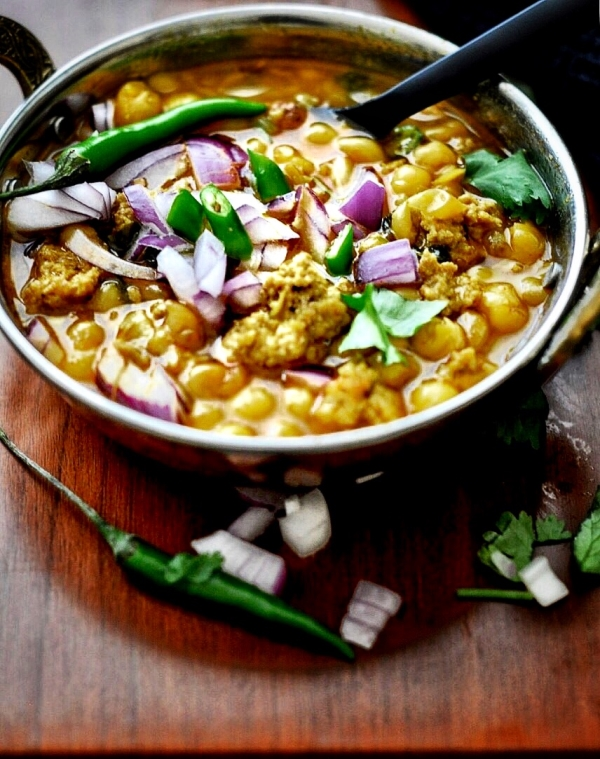 Chicken Keema-Ghuguni, Yellow Peas Curry with Minced Chicken, Mangsho Ghugni, Mangshoer Ghugni