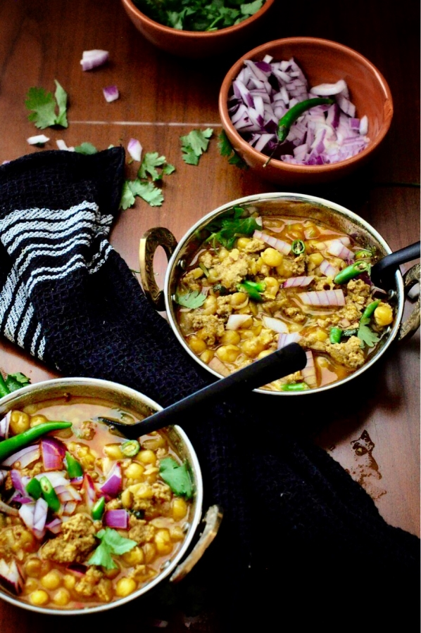 Chicken-Keema-Ghuguni, ow to make yellow peas curry with minced chicken