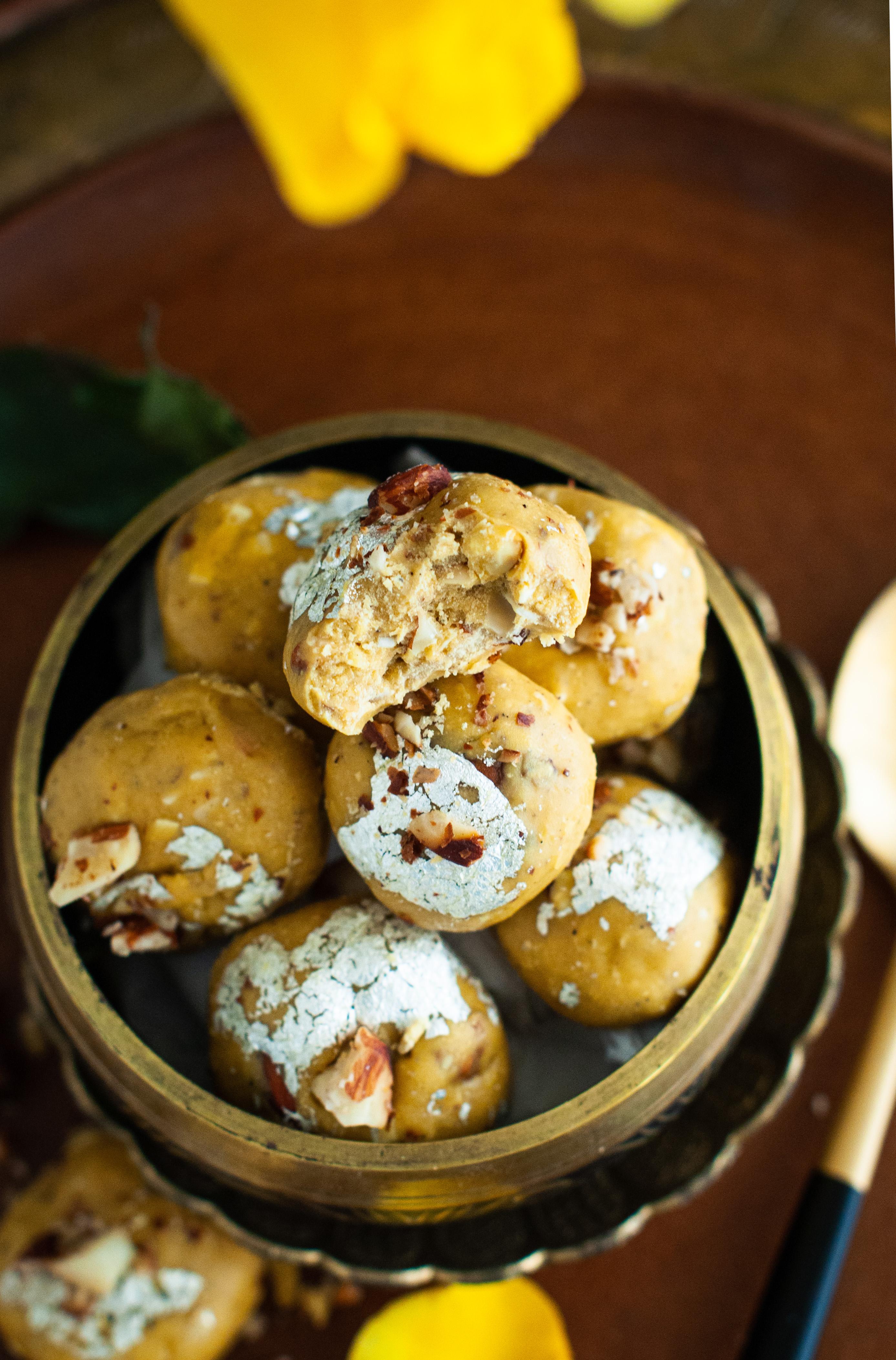 besan ladoo, besan laddu,diwali besan ladoo, rakhi dessert, indian sweets, sweet, ghee, easy sweet, Indian, moms recipe