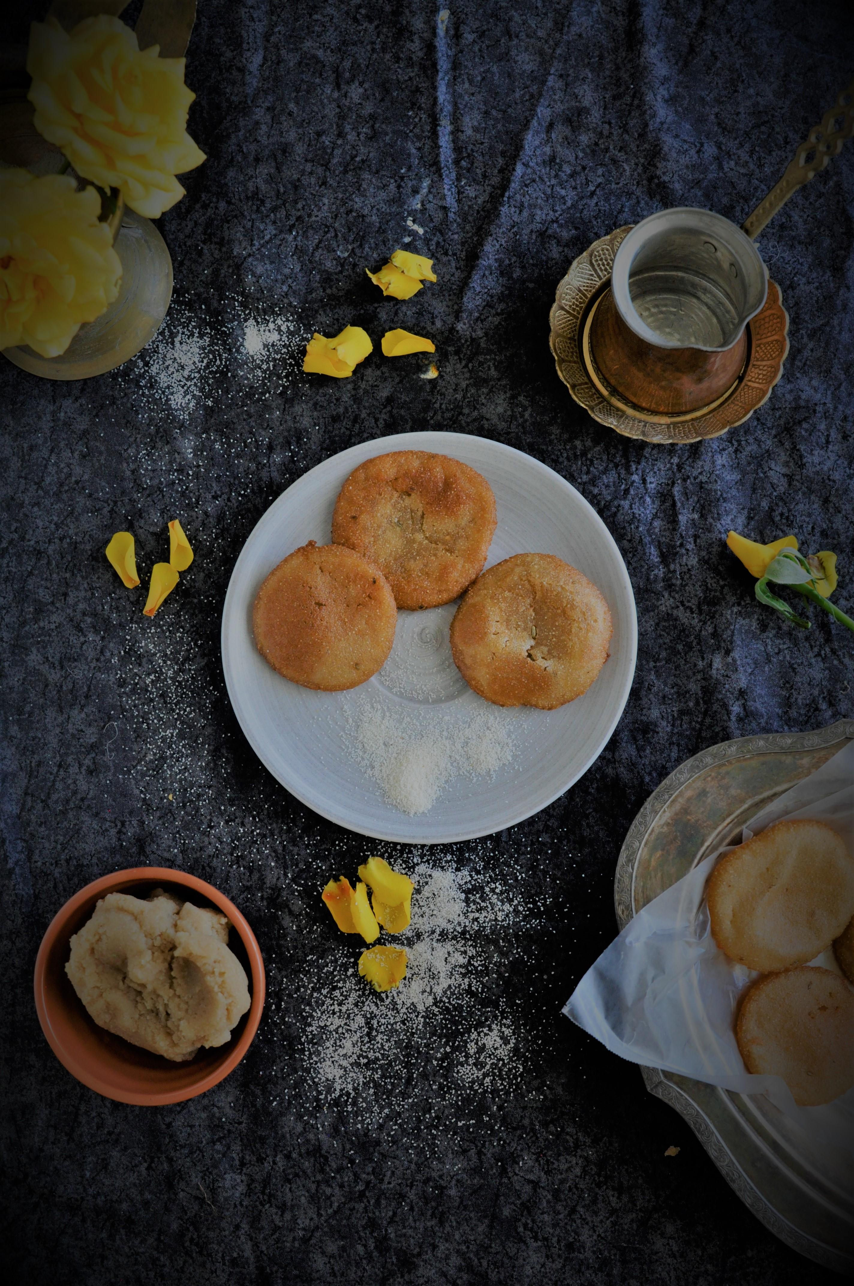 pitha,pithe, sooji pitha, kakara pitha, how to make sooji kakara, odisha pitha,what is pitha, coconut sooji, coconut jaggery, guda pura dia pitha