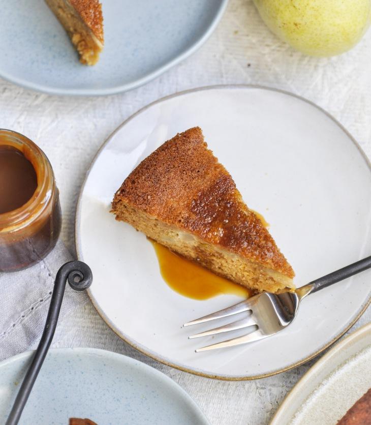 Fall baking, Fall recipes, Apple cake, caramel cake, Pear cake, fresh pear cake, How to make caramel, homemade caramel sauce, easy baking