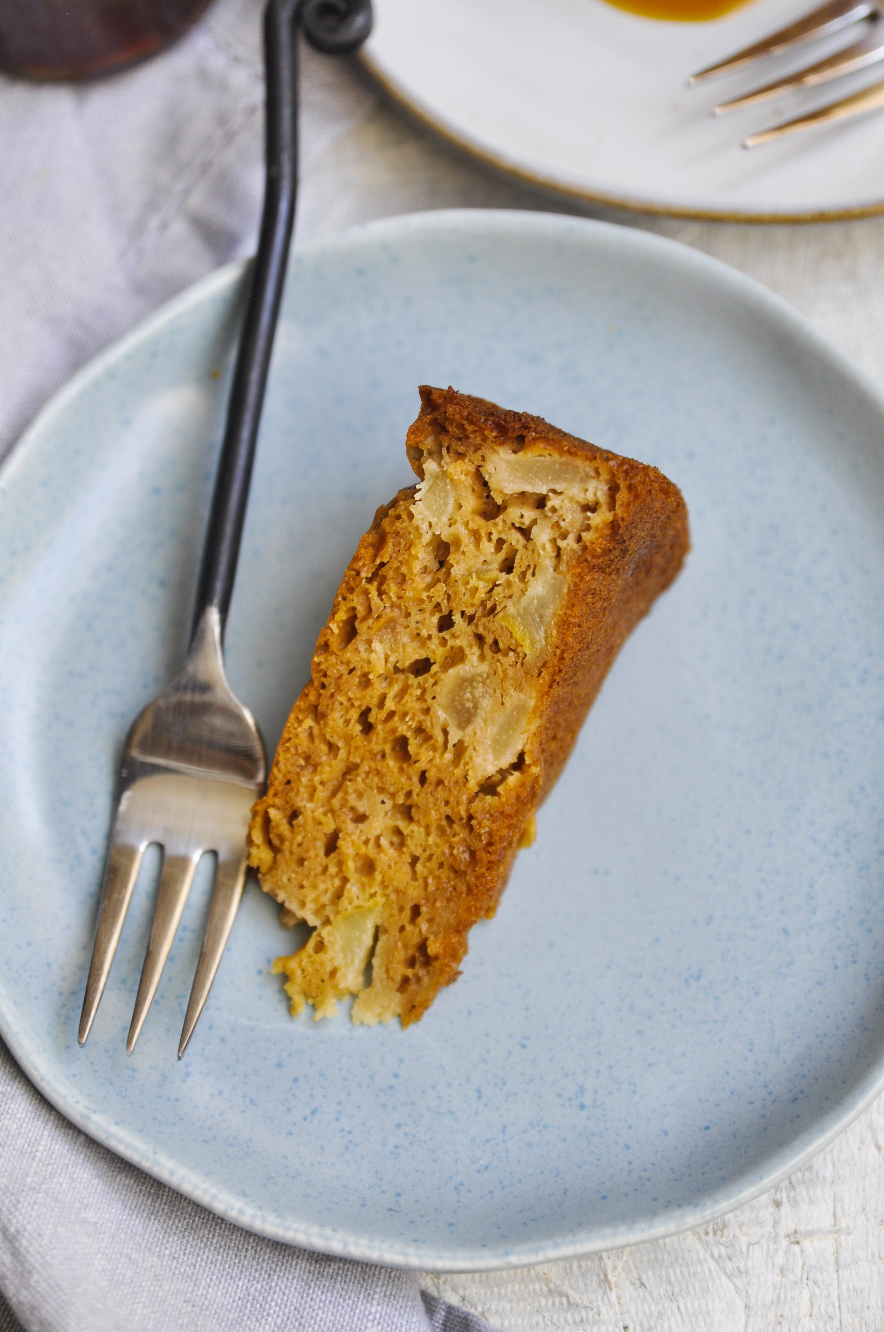 how to make pear cake, apple cake recipe, pear cake recipe, homemade caramel, caramel cake, pear caramel cake, fall recipes, fall baking, myyellowapron